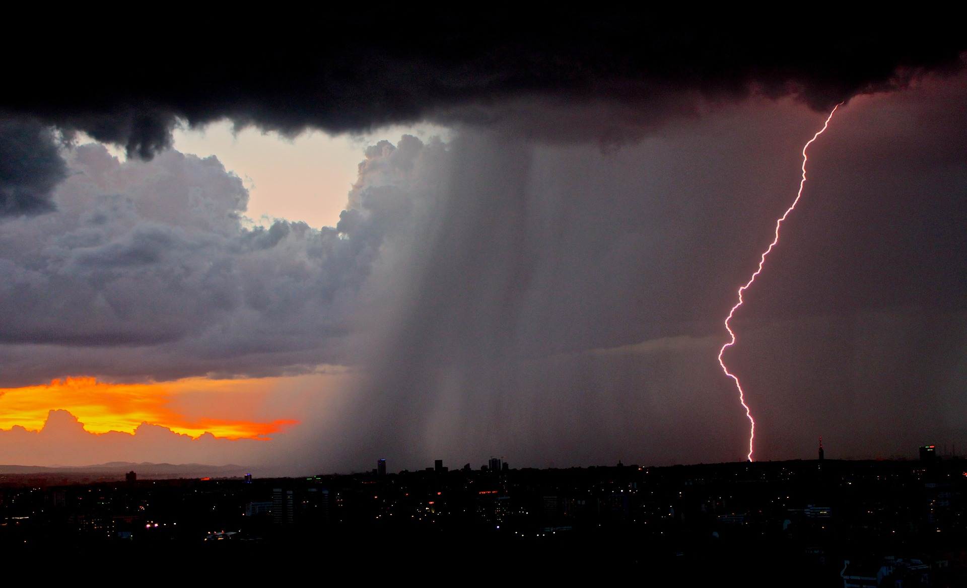 how do thunderstorms produce damaging winds weather us